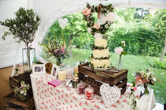 Cottagy-and-vintage-inspired-cake-table
